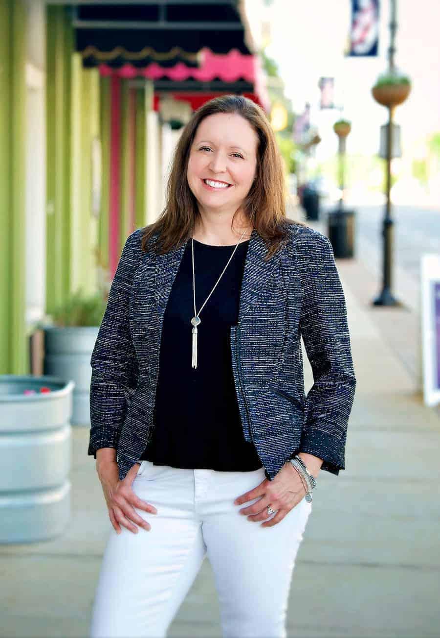 Julie Llanes